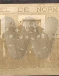 Actes/61/61-Ecouche/CPA/CPA militaires devant Hotel de Normandie Ecouche.jpg