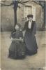 Actes/86/86-Poitiers/1911-01-01 p Radegonde et Maria Deguille derriere la cathedrale St. Pierre Poitiers.jpg