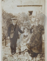 Actes/86/86-Poitiers/1932-06 p Emmanuel, Anne-Marie et Marie Metivier Deguille Poitiers.jpg