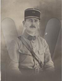 Actes/49/49-Avrille/1930 P Julien Deschatre adjudant 109 reg artill. Avrille 49.jpg