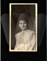 Actes/USA/New_Jersey/Newark/p Flora Thiele Kampe Portrait-Retouch.jpg